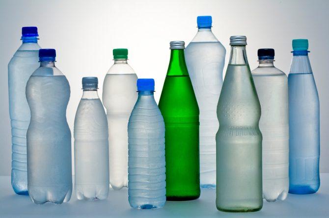 Mineralwasser-Vielfalt in Flaschen