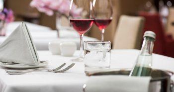 Mineralwasser und Wein
